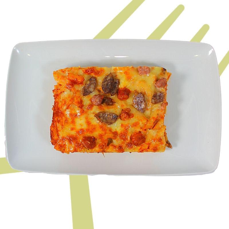 Macarrones con embutido y queso gratinados